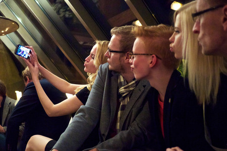 ¿Qué debe tener la cámara frontal de tu smartphone para regalarte las mejores selfies en Año Nuevo?