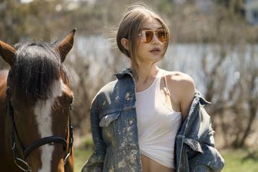 Las gafas diseñadas por Gigi Hadid para Vogue apuntan a ser la obsesión de las más fashionistas