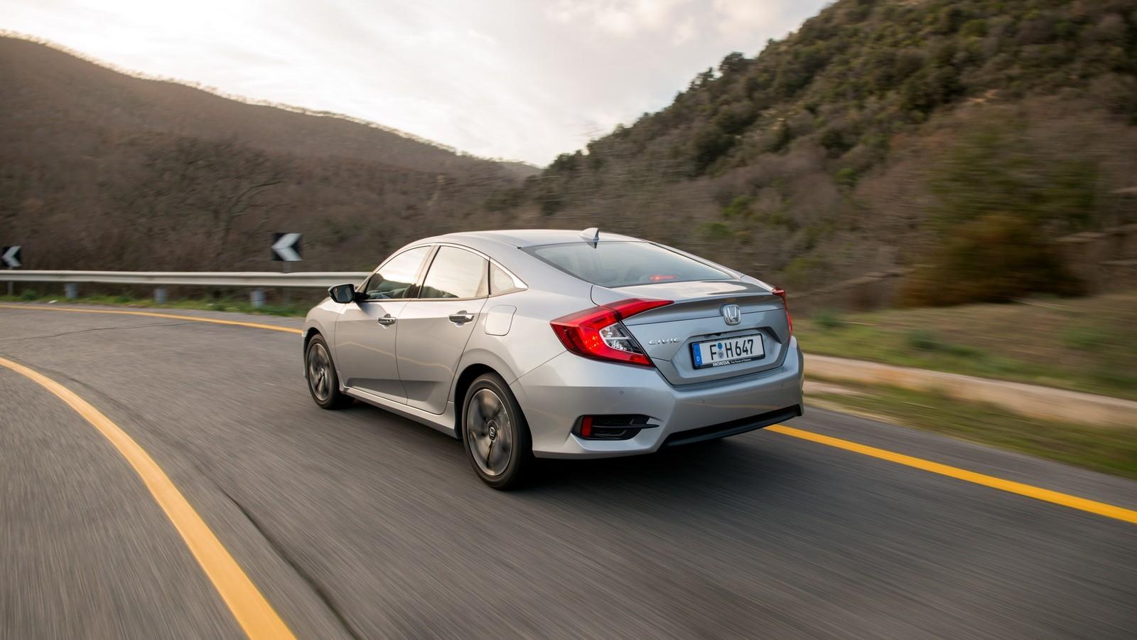 Foto de Honda Civic 4 puertas (32/37)