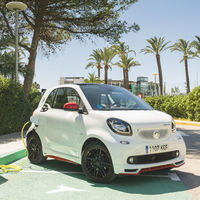 En Ibiza habrá cada vez más coches eléctricos, y en parte será por Endesa, smart y Ushaïa