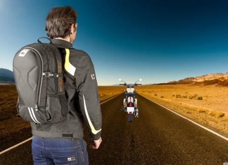 Llega la Kappa RA313, la mochila ideal para tus viajes en moto