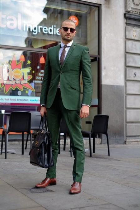 El Mejor Street Style De La Semana Adopta El Color Verde Como El Preferido Para La Transicion 03