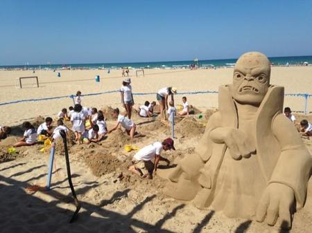 Kaos de los Skylanders se pasa por la playa de Gandía y los niños disfrutan de un #SkylandersSummer