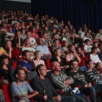 """Los dueños de cines de EE.UU. creen que los estudios deben estrenar películas en zonas seguras y """"lidiar con la nueva normalidad"""""""