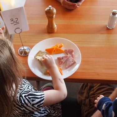 Guía para que los niños coman bien en un restaurante