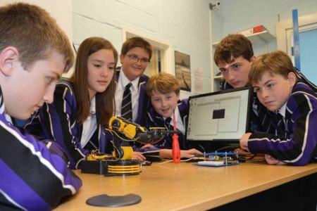 Taller de aprendizaje de robótica en Kimbolton School