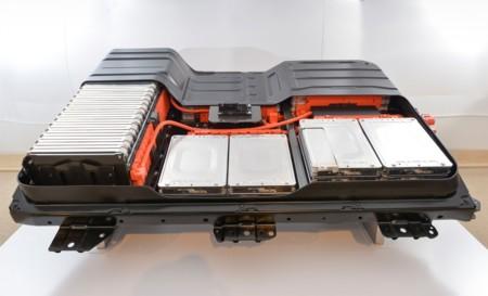 Nissan negocia para dejar de fabricar sus propias baterías