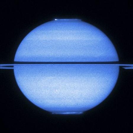 Una fotografía difícil: las auroras polares del planeta Saturno