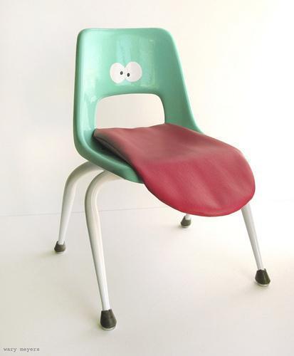 Recicladecoración: una divertida silla, con la lengua fuera.