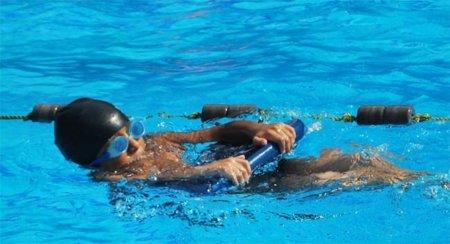 El uso de la tabla en natación para mejorar la técnica