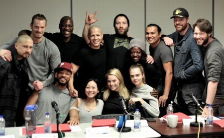 David Ayer posa junto al reparto casi completo de Suicide Squad
