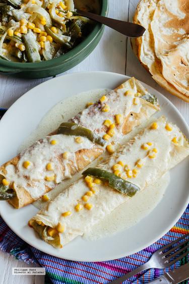 Crêpes rellenas de rajas con crema. Receta mexicana para el Día de la Candelaria