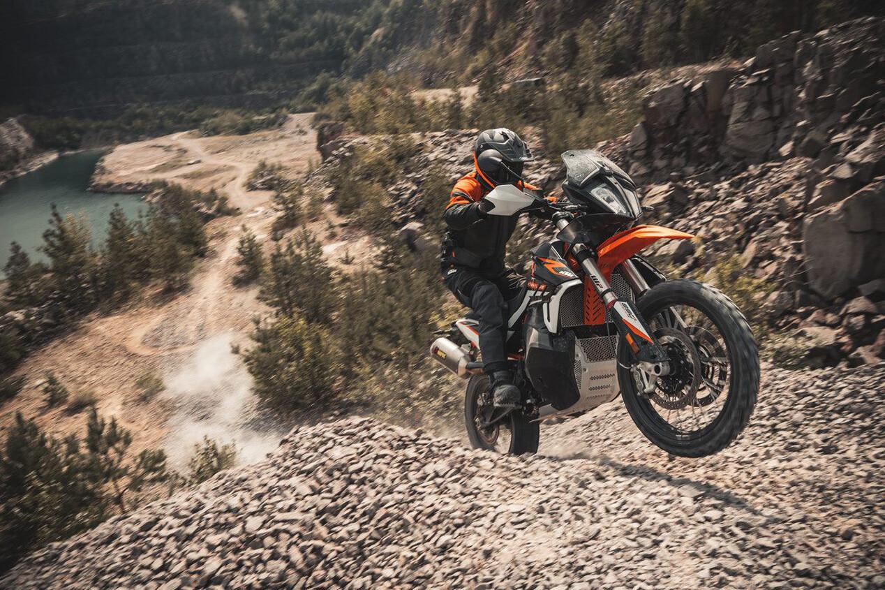 Foto de KTM 890 Adventure R y R Rally 2021 (2/9)