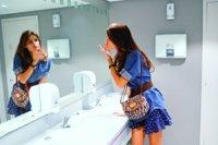 Todas las imágenes de Isabeli Fontana para Mango Primavera-Verano 2011. Let´s fly!