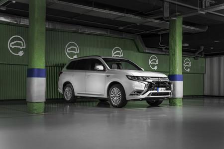 Mitsubishi Outlander PHEV 2019 cargando