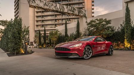 ¡Lujo por partida doble! Hospédate en el Waldorf Astoria de Beverly Hills y podrás manejar un Aston Martin