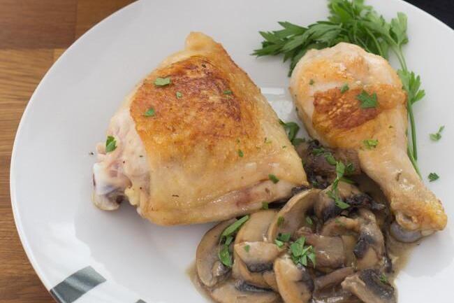 Receta de pollo asado con salsa de champiñones