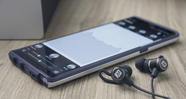 Los auriculares MEE EarBoost EB1 están pensados para usar con el smartphone y personalizar el sonido a nuestro gusto