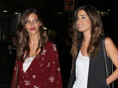 Duelo de estilos: Sara Carbonero e Isabel Jiménez en el concierto de Alejandro Sanz