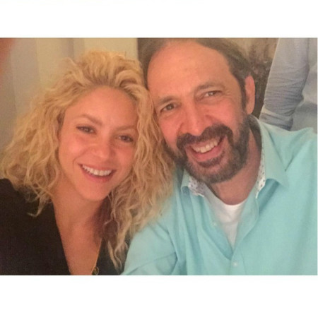 Shakira, Juan Luis Guerra y un ascensor estropeado