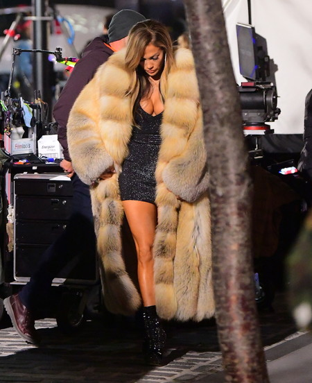 J.Lo o cómo los estilismos de su próxima película Hustlers llaman (muchísimo) la atención