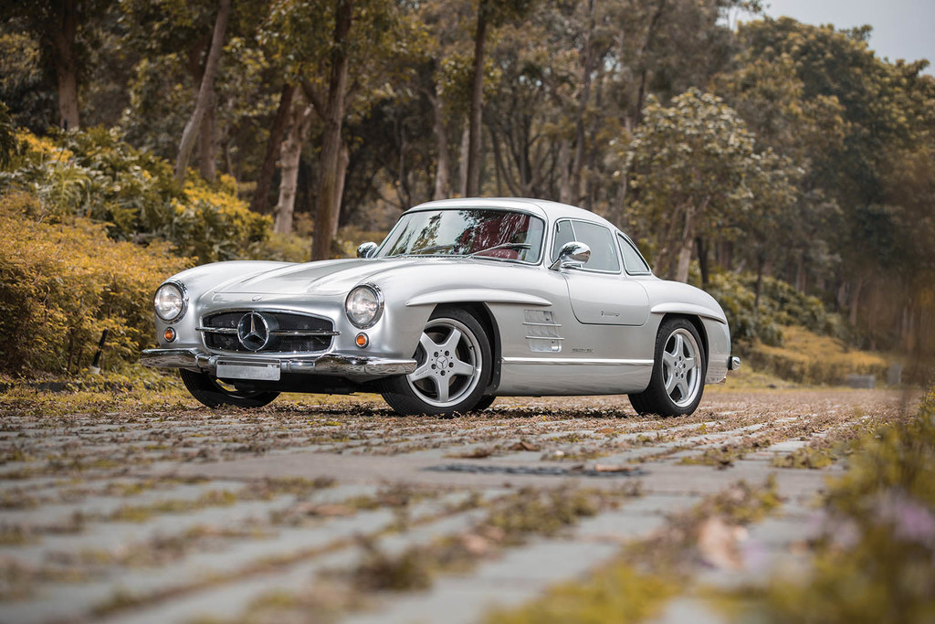 Mercedes 300 SL AMG restomod