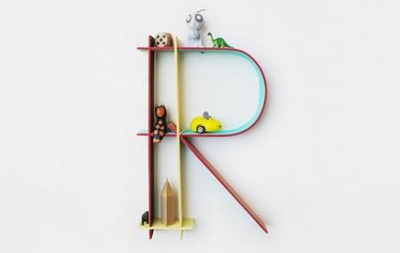 Pequeños estantes decorativos que son las letras del abecedario