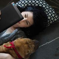 Kobo Aura One es un lector de libros electrónicos que ataca a los Kindle con una pantalla más grande y resistencia al agua