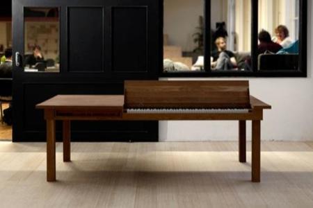 2 en 1 en mobiliario: la mesa de Georg Bohle convertida en piano