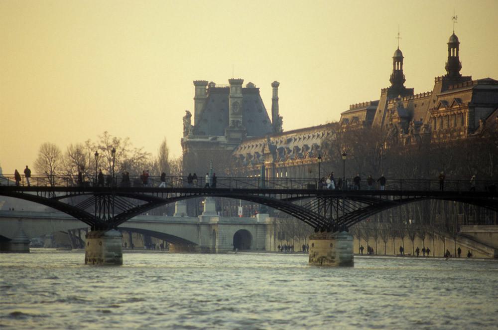 Así ha cambiado el Pont des Arts de París, el puente de