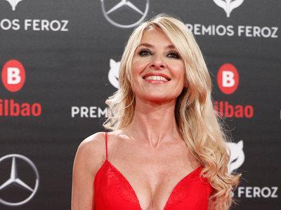 Cayetana Guillén Cuervo elige el rojo más sensual para los Premios Feroz 2019