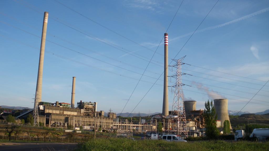 Las eléctricas buscan qué hacer con las plantas de carbón que cerrarán en los próximos meses: esto es lo que pasa en otros países