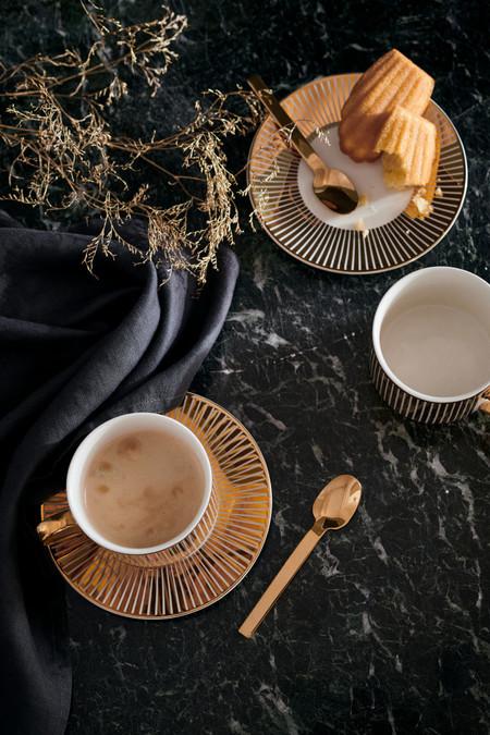 El negro y el dorado es la opción más sofisticada para vestir tu casa estas fiestas (palabra de Pinterest)