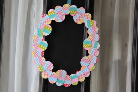 Hazlo tú mismo: corona de huevos de pascua con washi tape