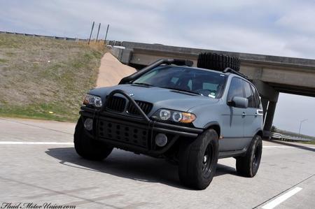 Project X, el BMW X5 de asalto que escupe fuego