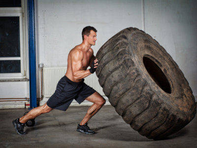Ejercicios con neumáticos para trabajar todo el cuerpo