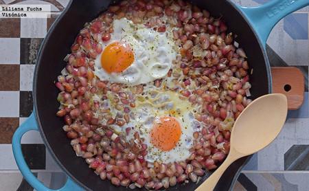 Sartén de granada y huevos. Receta saludable