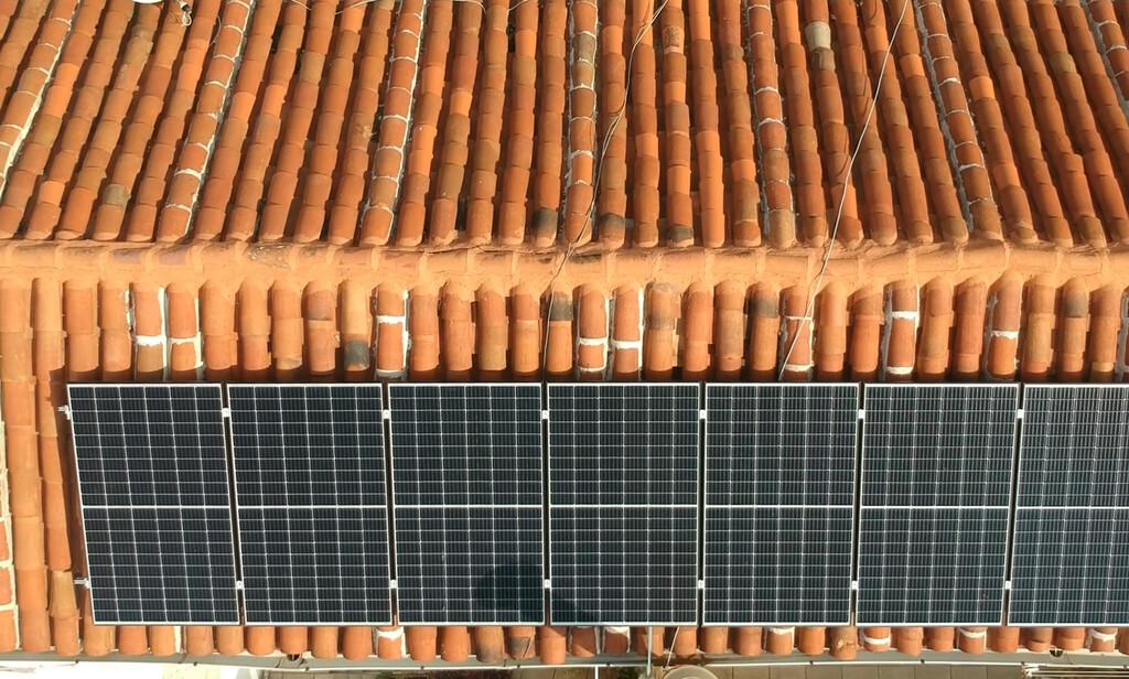 Esta comunidad de vecinos genera su propia electricidad en pleno centro de Madrid: qué es el autoconsumo colectivo y cuánto cuesta