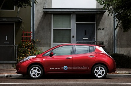 Nissan LEAF vs Nissan LEAF: modo eco contra modo normal