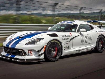 Aquí tienes 7 minutos que harán historia: el vídeo del Dodge Viper ACR envenenando Nürburgring