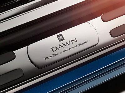 Y seguimos con los teasers de camino a Frankfurt, he aquí el Rolls-Royce Dawn
