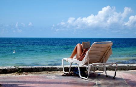 14 libros viajeros para planear las vacaciones (o llevar en la maleta)