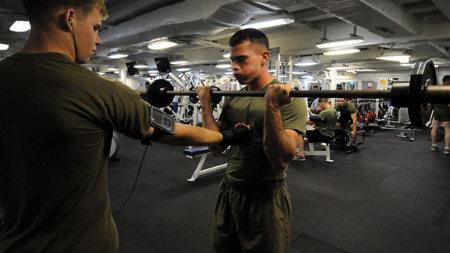 Contrae tu abdomen en todos los ejercicios de la rutina