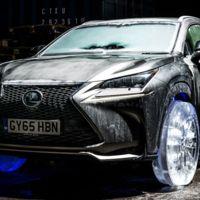 La idea de coche invernal cambia por completo cuando vemos este coche con ruedas de hielo