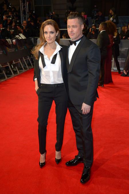 Angelina Jolie apuesta por un smoking (como Brad) en los BAFTA 2014
