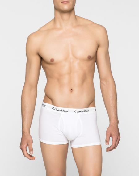 Un bóxer blanco de Calvin Klein