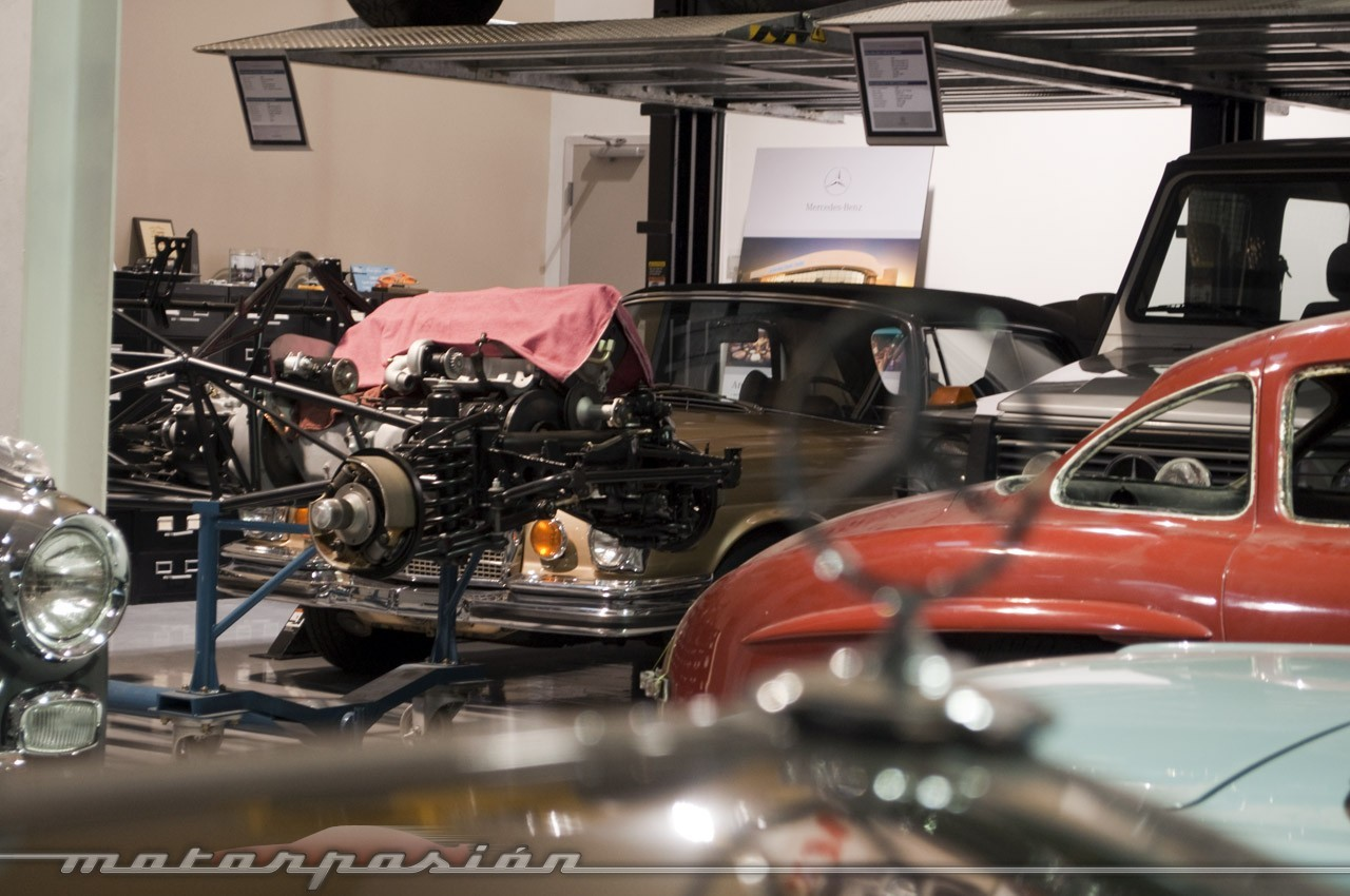 Foto de Mercedes-Benz Classic Center en Irvine, California (12/14)