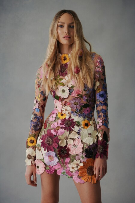 Vestidos llenos de flores, noches de gala en pantalón o una novia glitter: las maravillosas propuestas de Oscar de la Renta para el otoño 2021