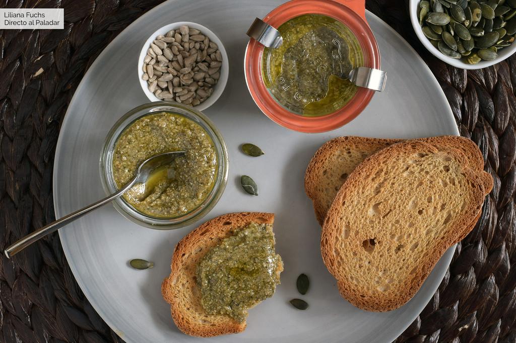 Pesto de pipas de calabaza y girasol: receta para picotear o salsear (también con Magimix Cook Expert)