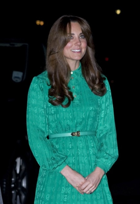 Kate Middleton apuesta por el verde esperanza para su visita al Museo de Historia Natural